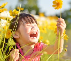 花畑と子供